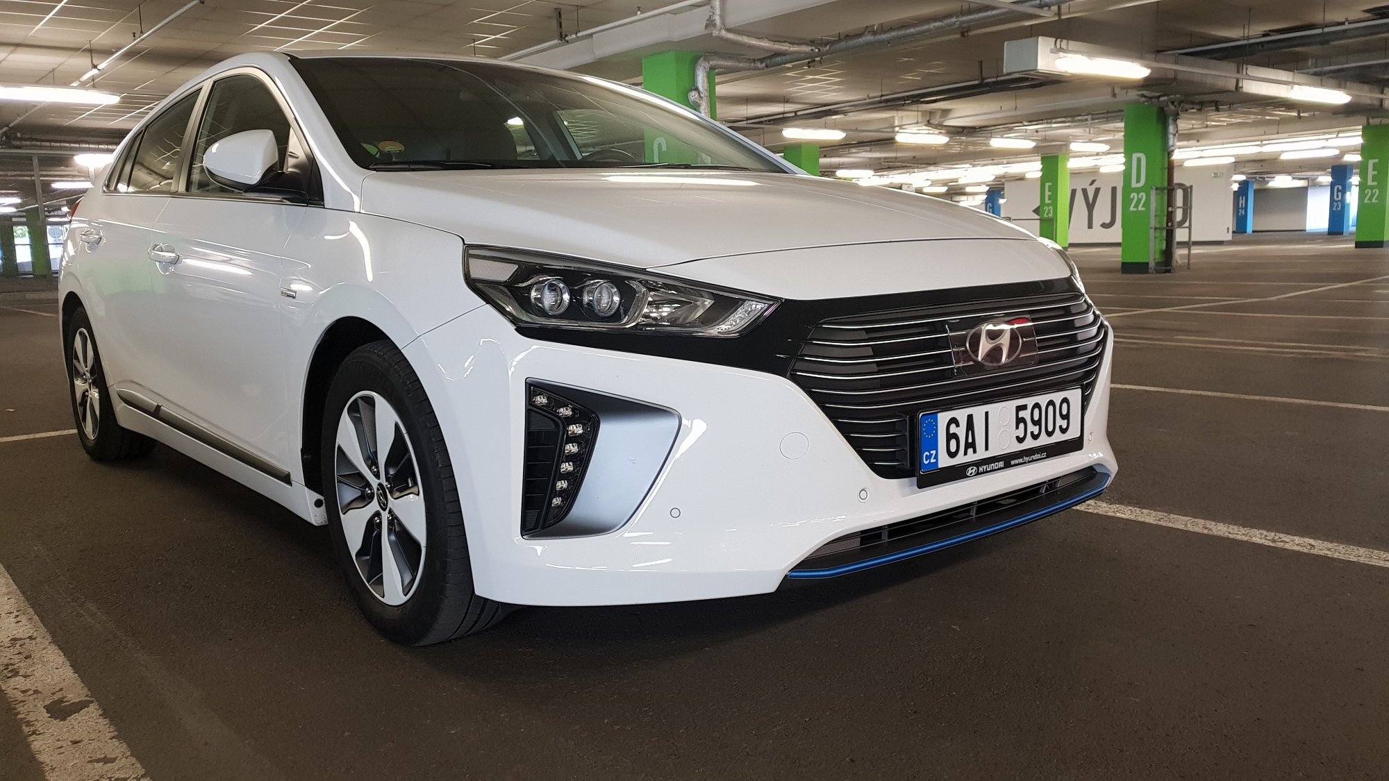 test hyundai ioniq plug in hybrid vs hybrid testy ojet ch aut recenze nov ch aut. Black Bedroom Furniture Sets. Home Design Ideas